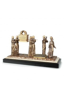 ARK OF THE COVENANT WITH LEVITES SCULPTURE