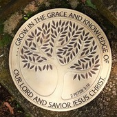 Grow in the grace & knowledge of our Lord & Savior Jesus Christ. 2 Peter 3:18 ⭕ Dimensions diameter 25 cm 💵 Cut price ✔️99.000 LBP✔️ before ❌156.000 LBP❌ 🛍 Le Mall Dbayeh - City Mall Dora - Bourj Hammoud 🛒 ayatonline.com/6264 📲 Wtsp order 71570669
